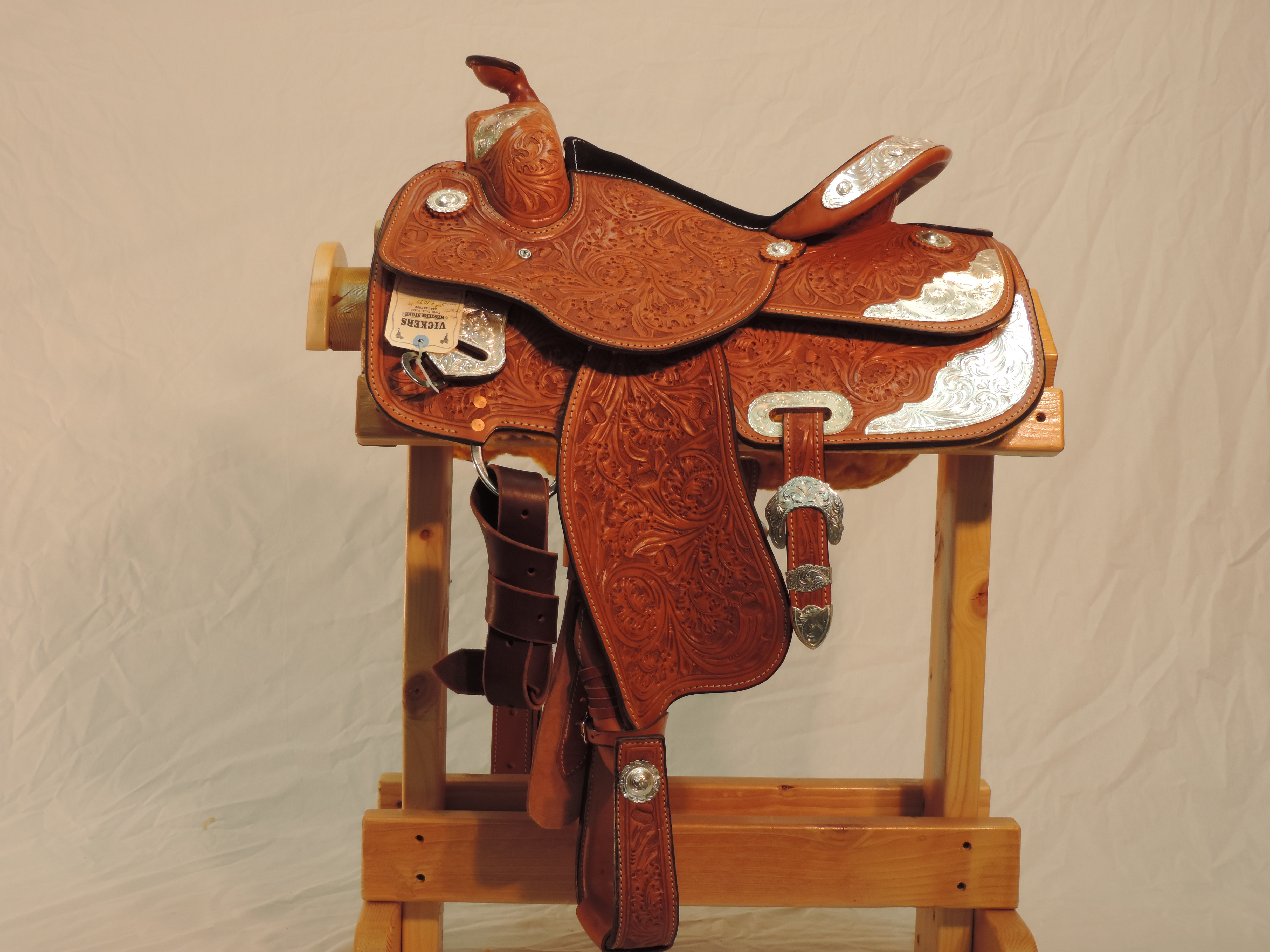 Vickers Classic Show Saddle 48